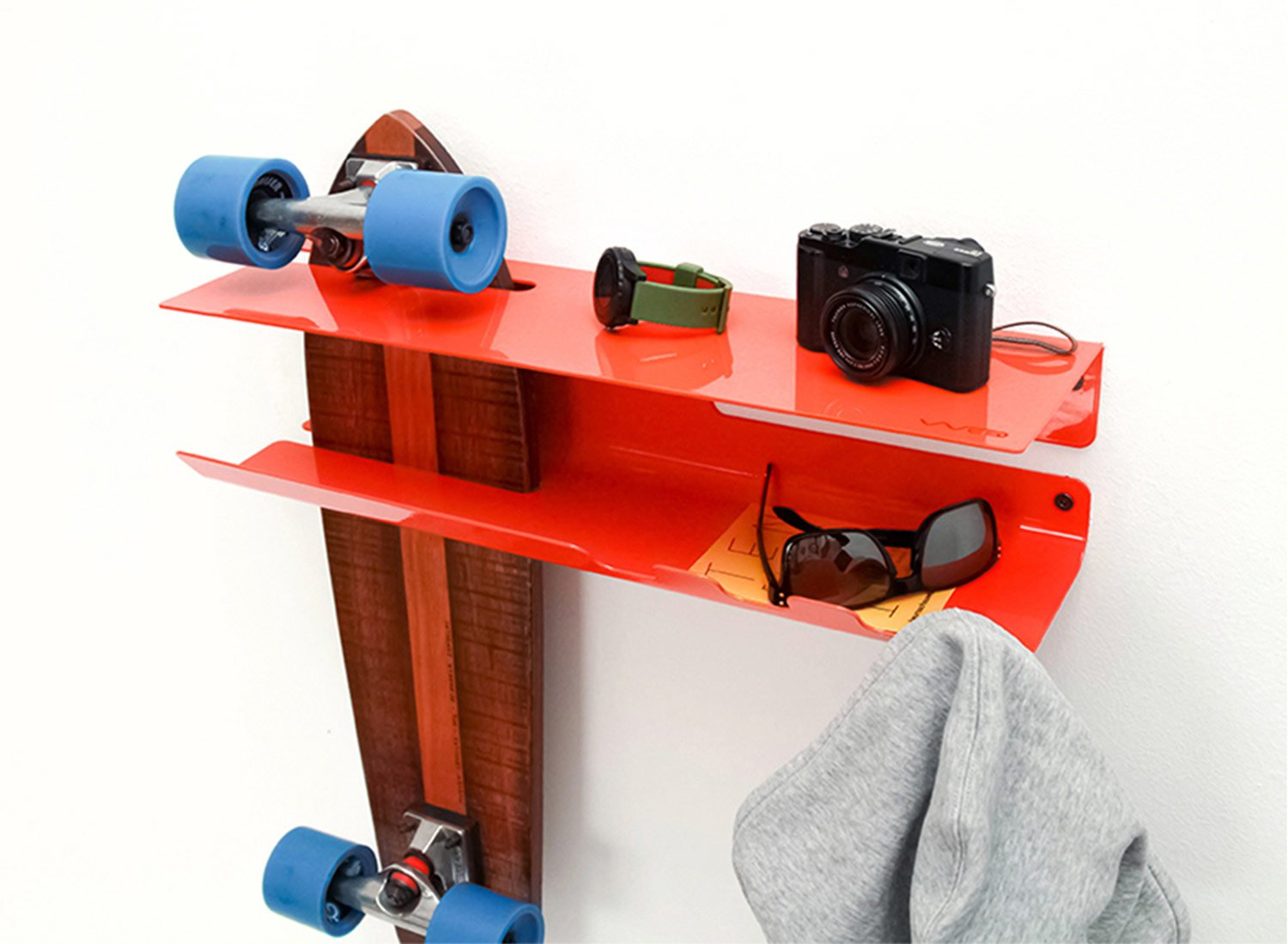 wall-ride-skateboard-longboard-storage-solution-by-zanocchi-starke-7