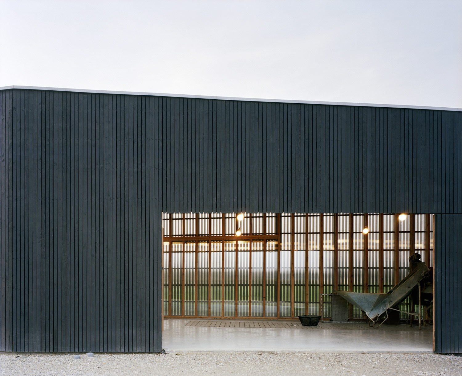 contemporary-oyster-shack-on-the-coast-of-brittany-7