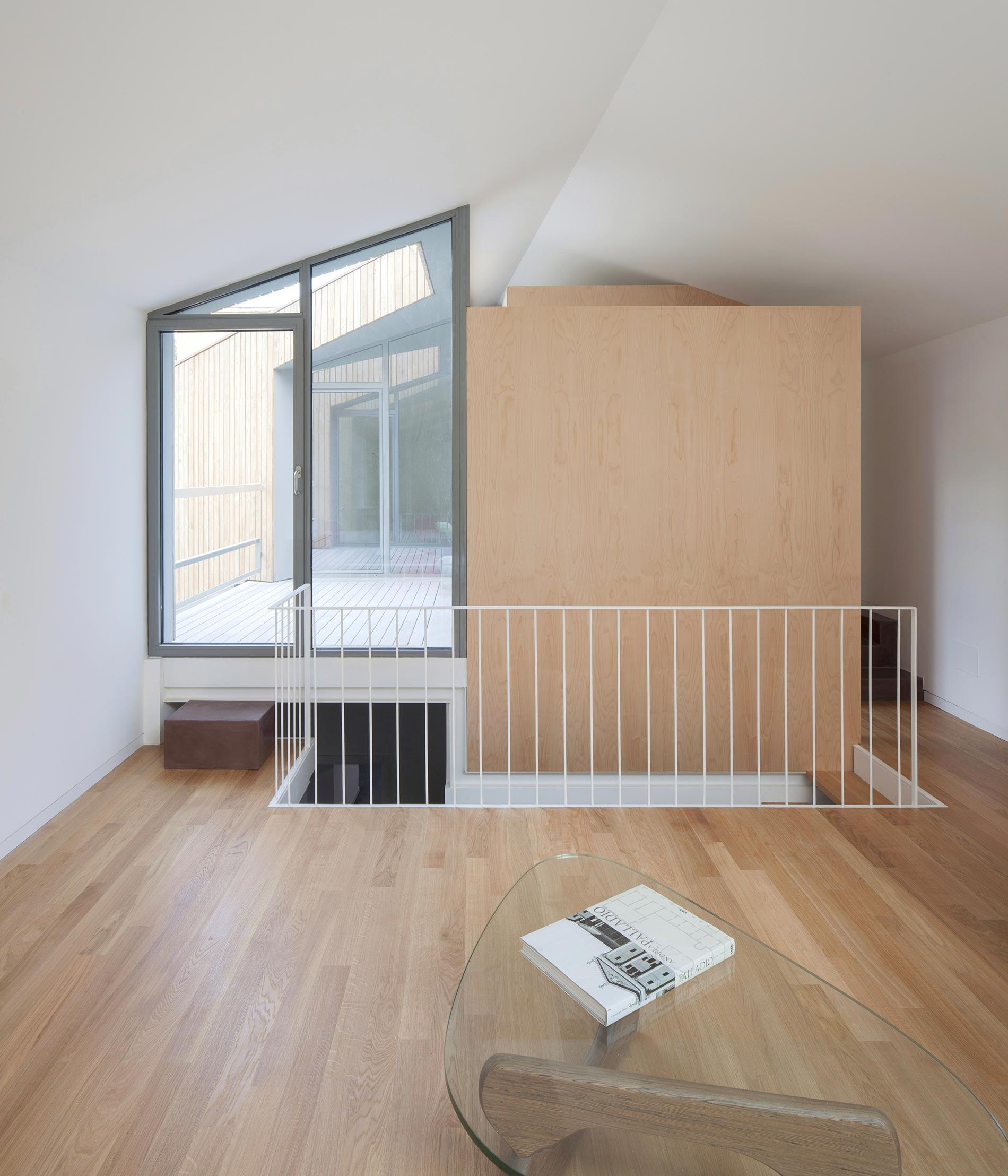 angular-urban-home-in-catania-italy-9