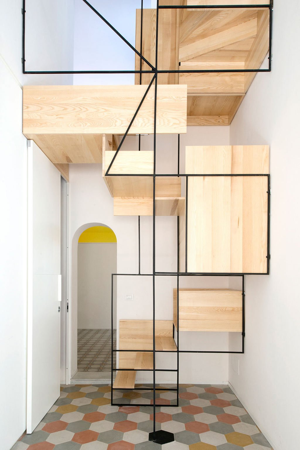 the-amazing-staircase-in-casa-g-3