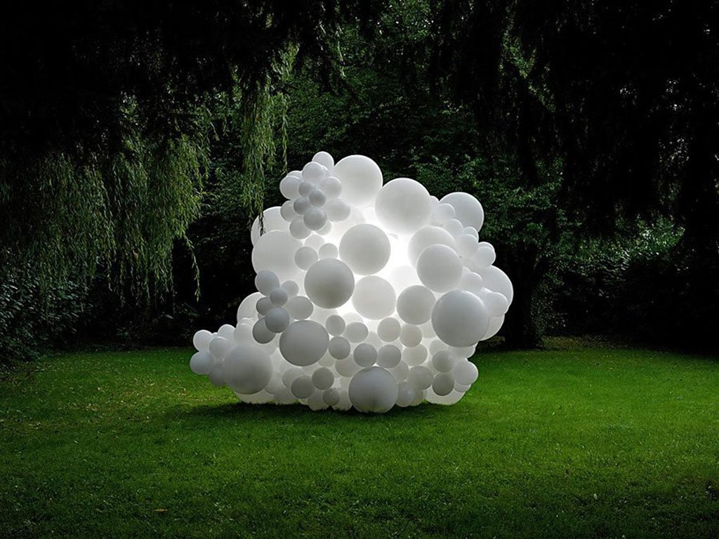 the-mystery-of-white-balloons-gessato-blog-5