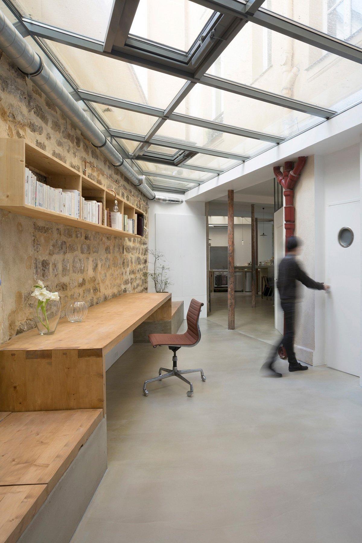 historic-parisian-crafts-shop-converted-into-a-loft-7