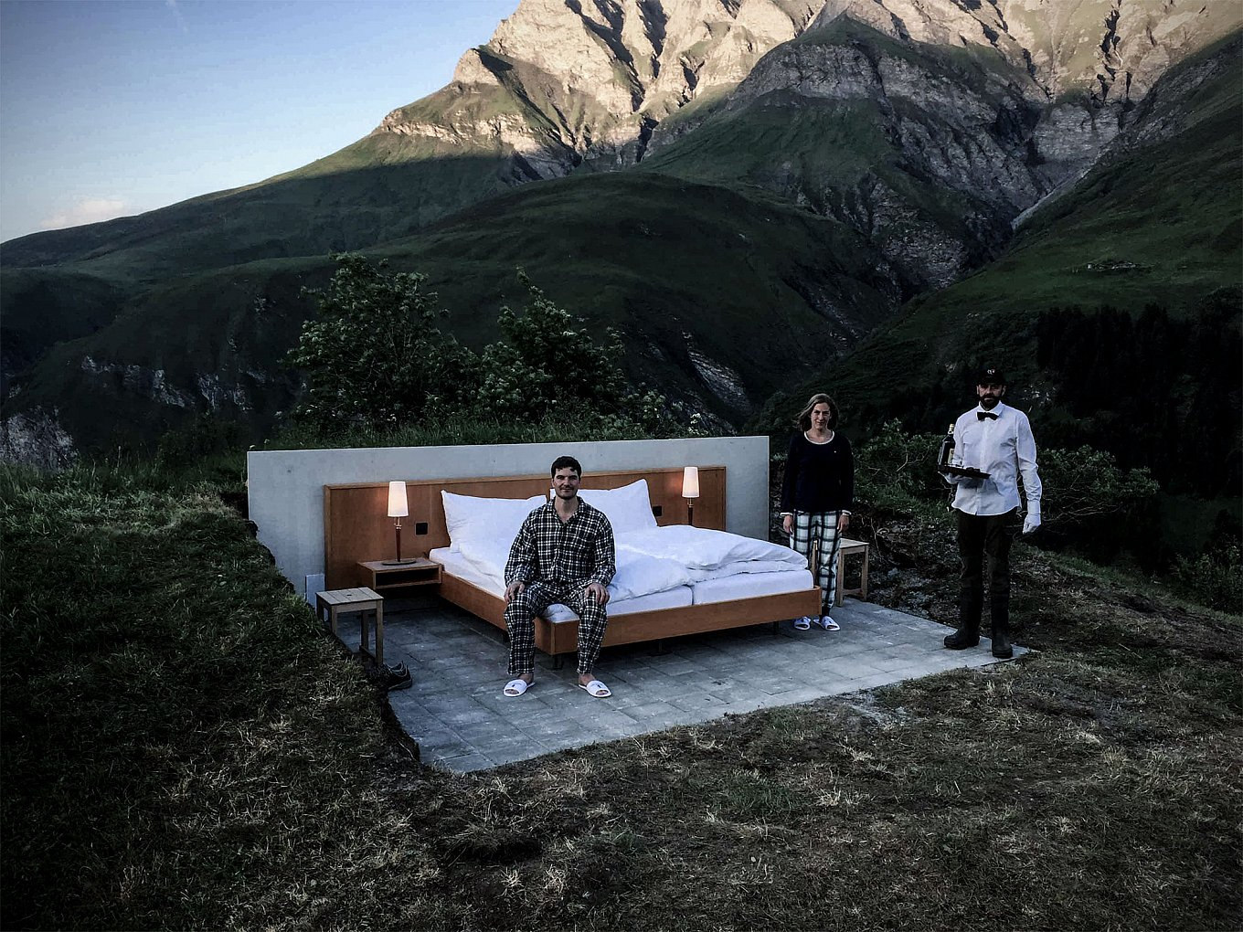 open-air-hotel-room-in-the-swiss-alps-gessato-2