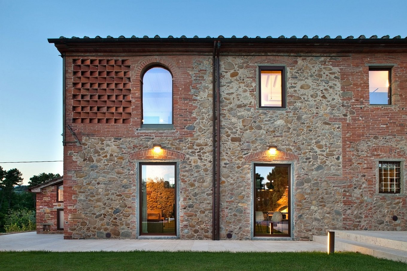 renovated-19th-century-country-house-in-tuscany-2