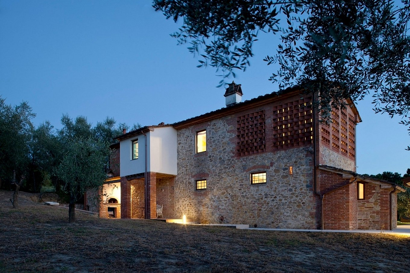 renovated-19th-century-country-house-in-tuscany-20