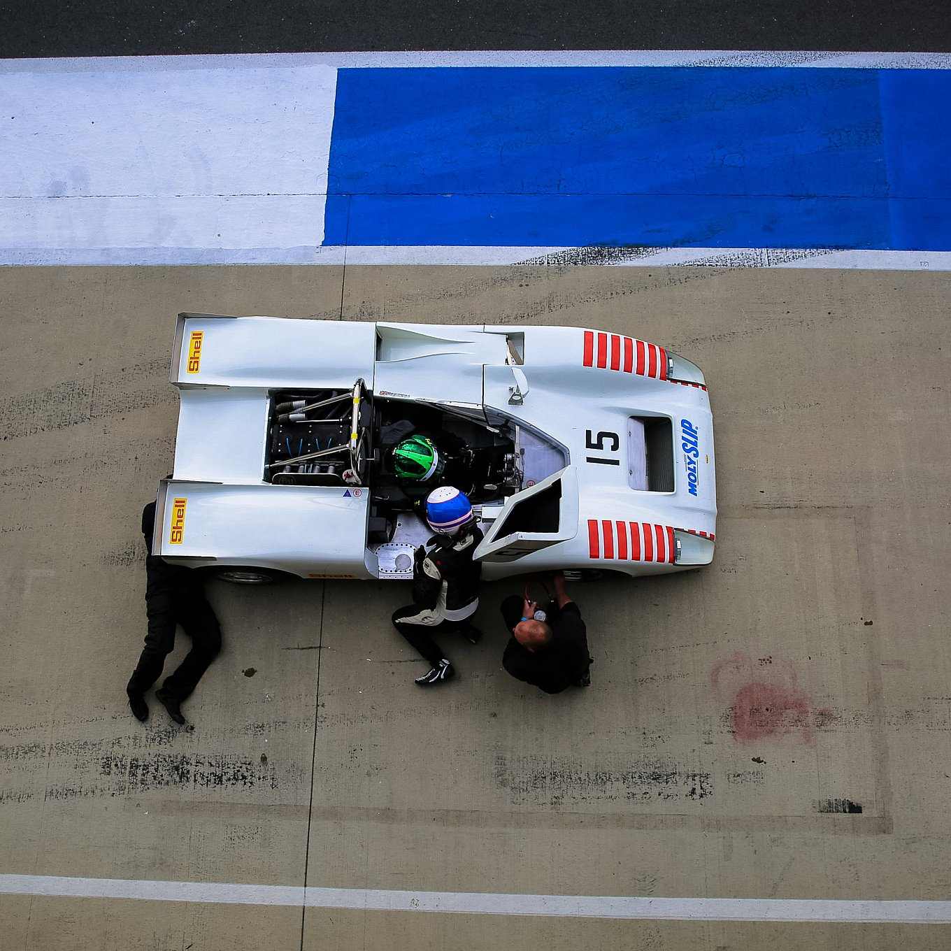 silverstone-classic-racing-cars-from-above-6