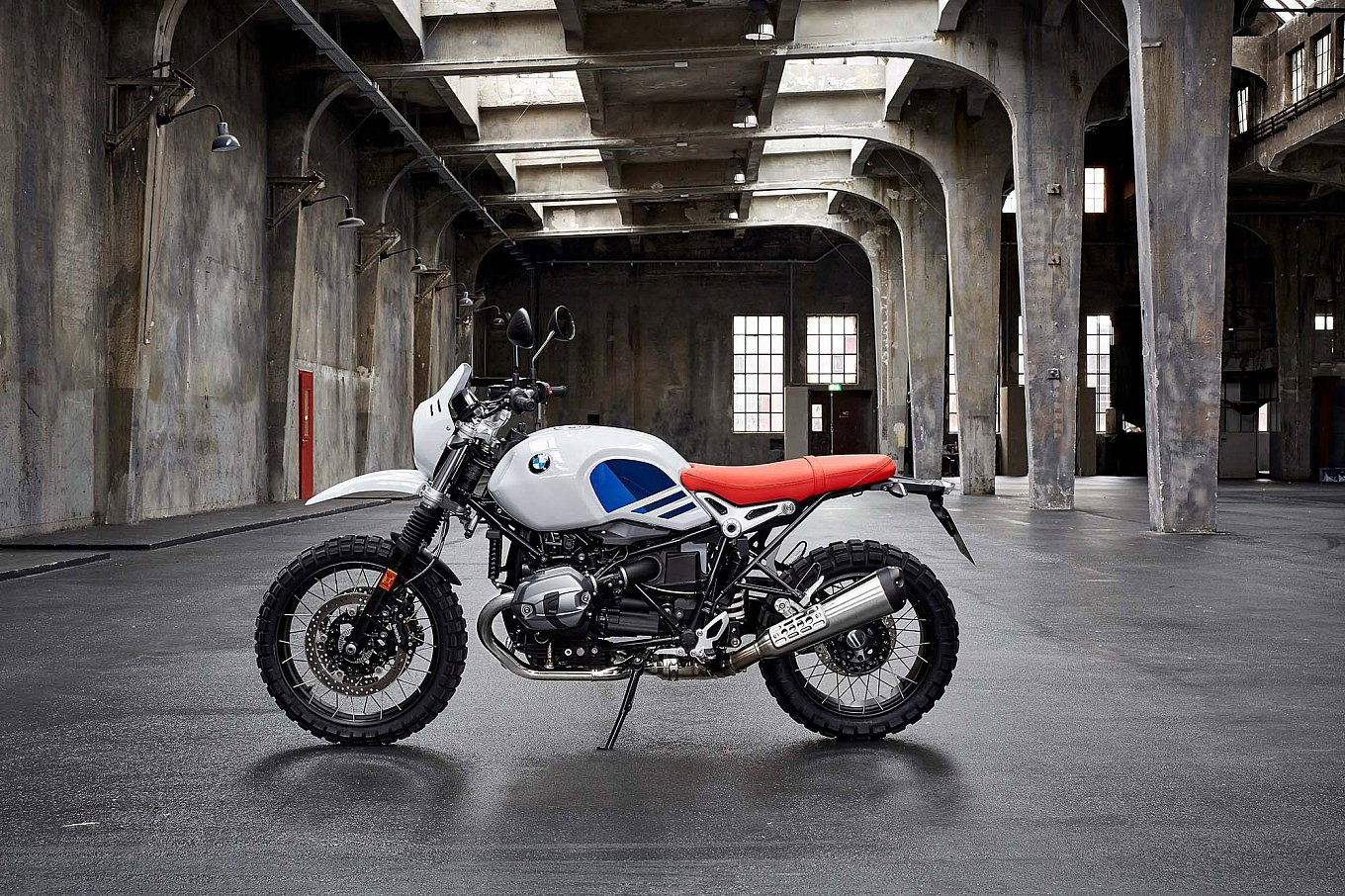 2017-bmw-r-ninet-urban-gs-10