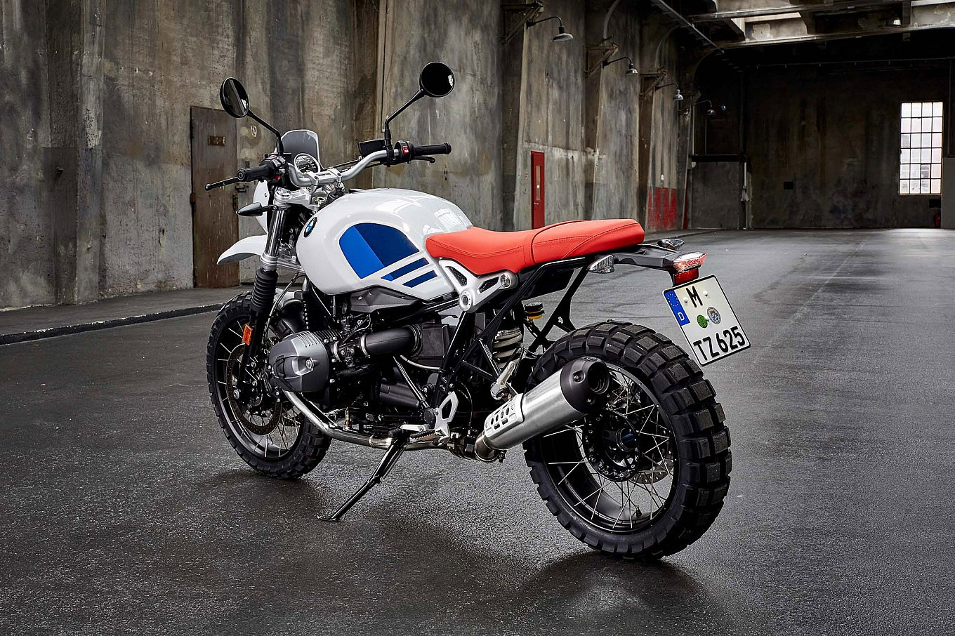 2017-bmw-r-ninet-urban-gs-11