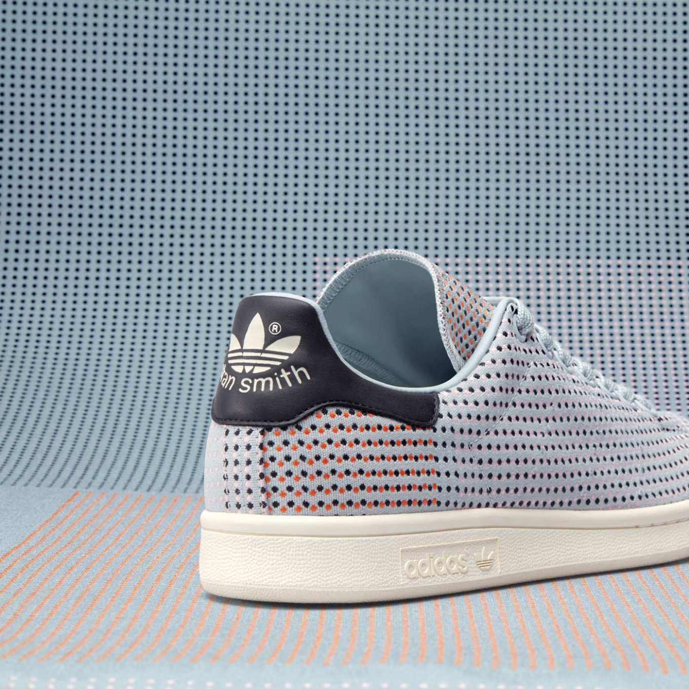 huge discount 05ebd 788d1 The splashes of color on lighter or darker backdrops give the kicks an  eye-catching look. Pared-down, the iconic stripes appear as embroidered  accents that ...